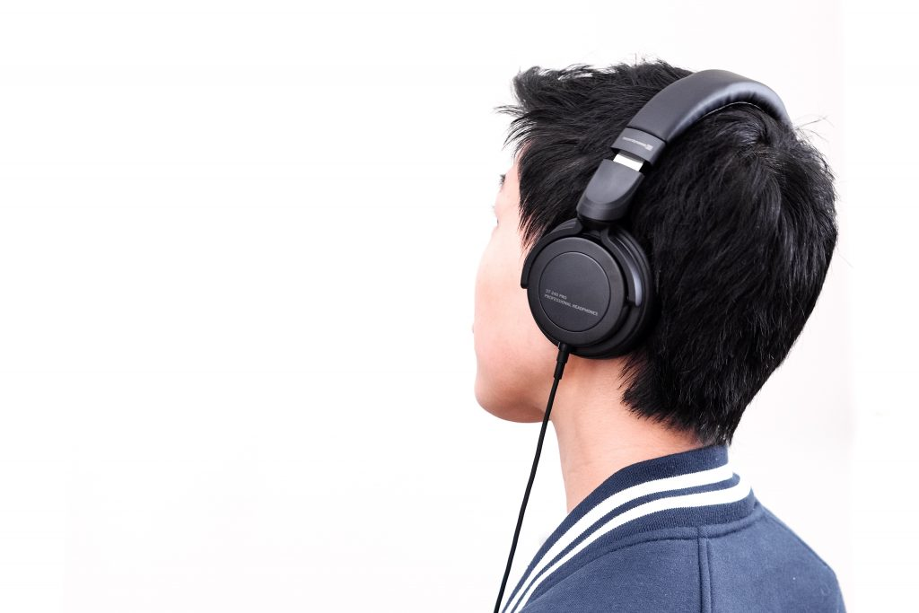 Beyerdynamic DT 240 PRO headphones cable removable on-ear over-ear comfort audio-technica ATH-m40X studio commuter