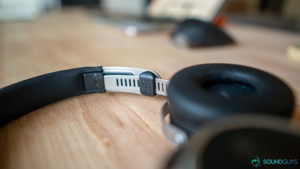 The adjustable headband of the Beyerdynamic Aventho wired headphones.