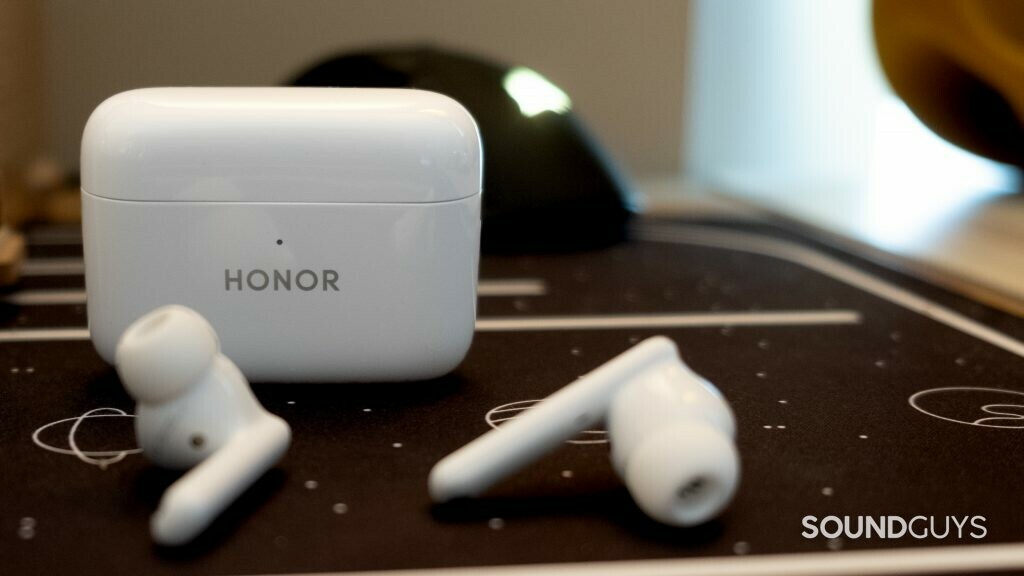 honor earbuds 2 lite sit on a desk