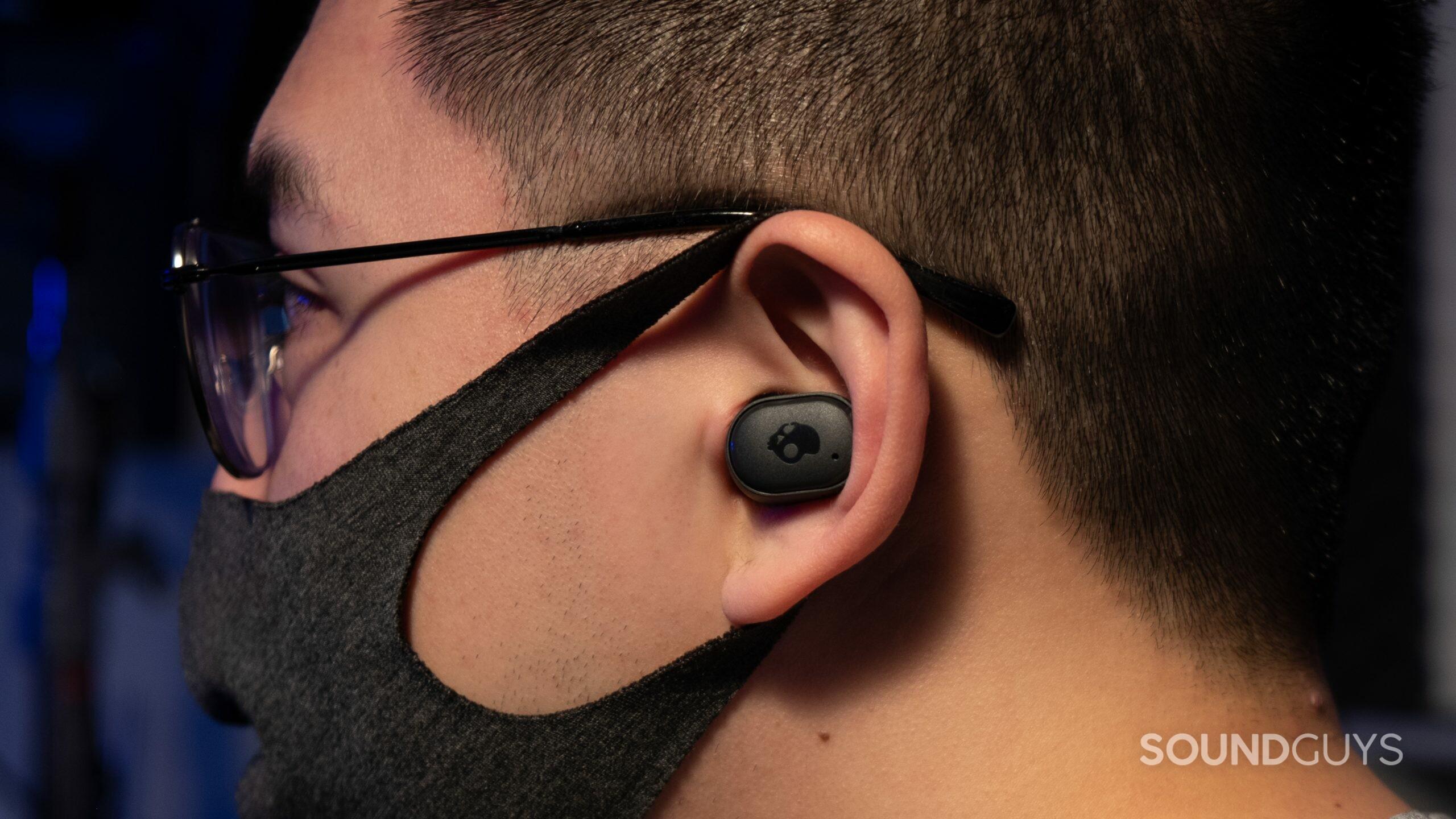 Skullcandy Grind Fuel in left ear